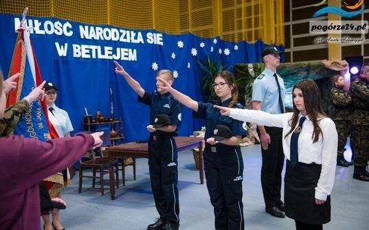 Ślubowanie uczniów klas pierwszych w ZSOiZ  w Gromniku już za nami !